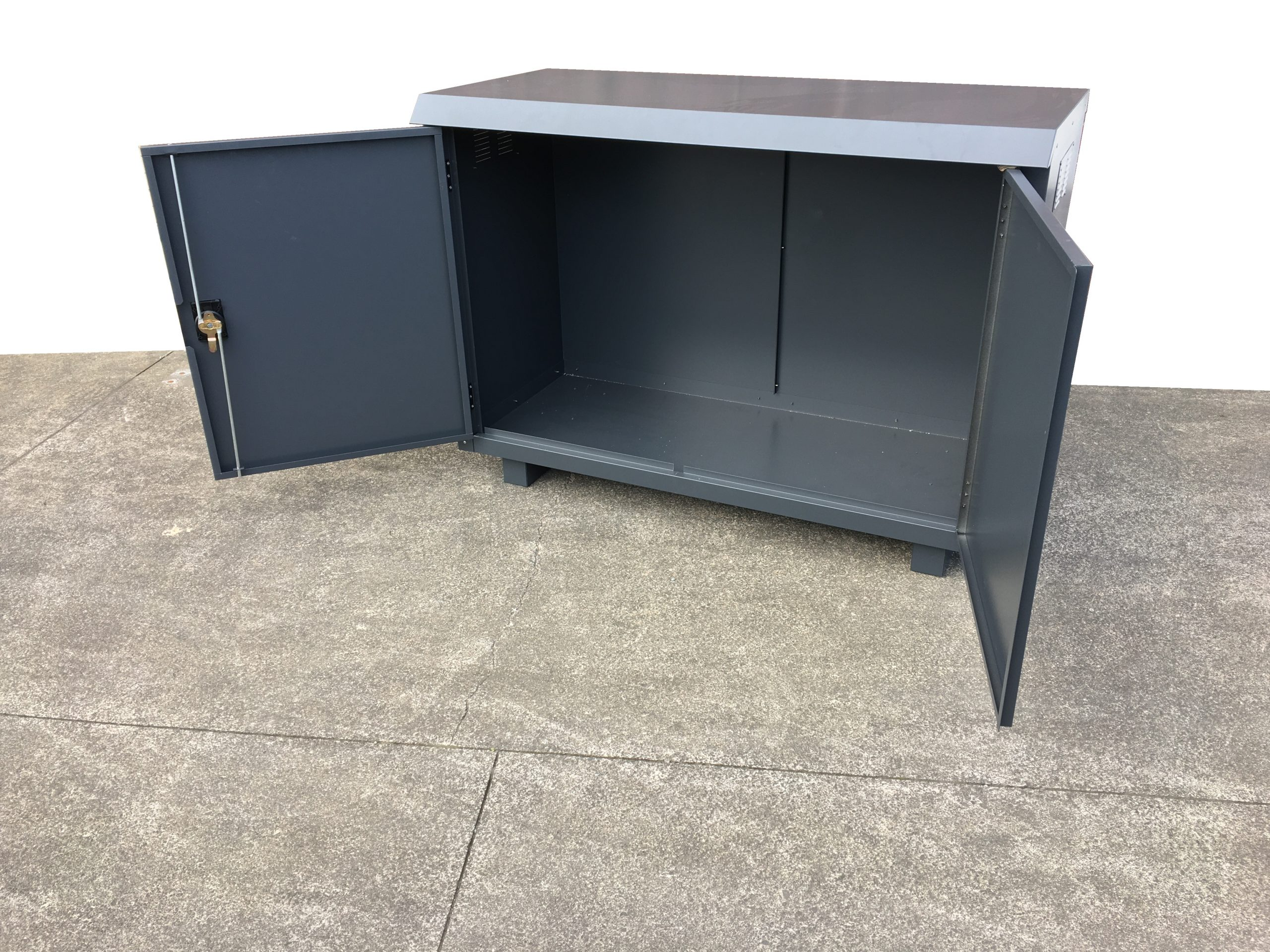 Jaloc Outdoor Locker Open