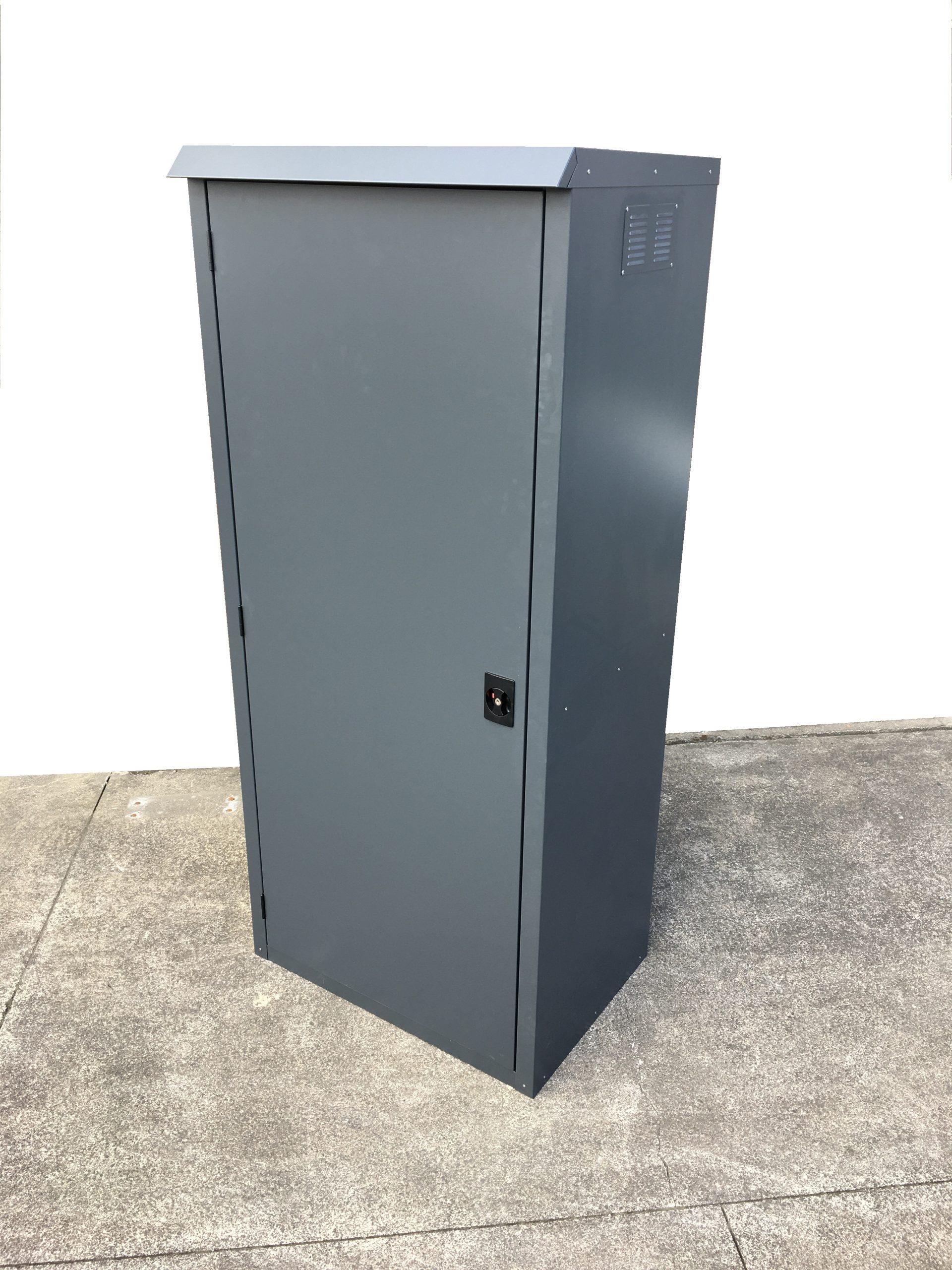 Jaloc Upright Outdoor Locker Closed